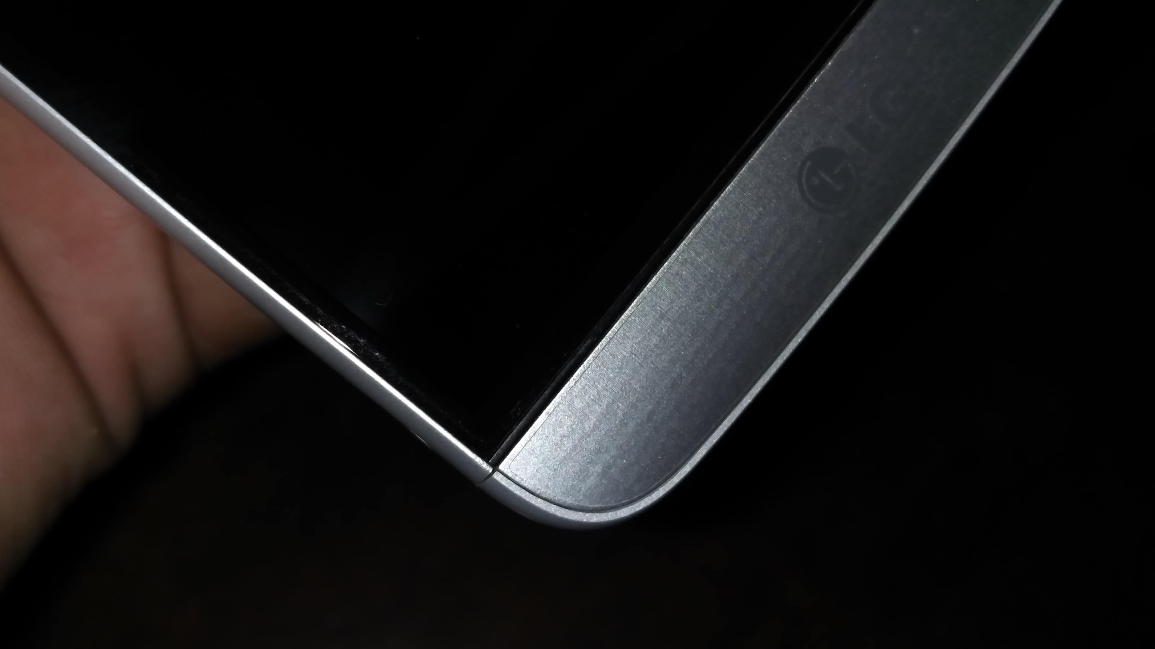 lg-g5-curves-at-side